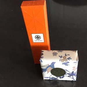 Tory Burch 1st Fragrance roller with bar soap